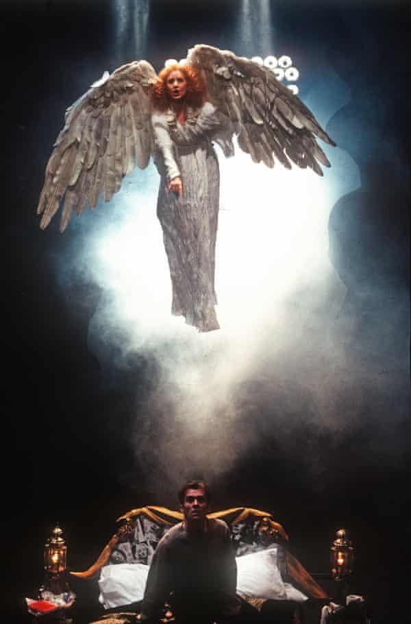 خارق العاده… نانسی کرین و استفان دیلان در فرشتگان در آمریکا در NT در سال 1993.
