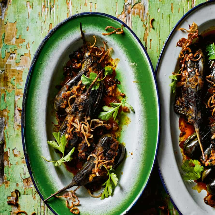 Khayan thee hnat – stuffed aubergine curry.