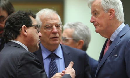 Luis Marco Aguiriano (left) with Spanish foreign affairs minister Josep Borrel and Michel Barnier.