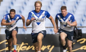 Aiden Tolman (centre) during a Bulldogs NRL training session.
