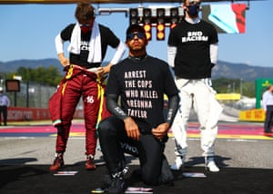 Lewis Hamilton takes a knee and brings attention to the killing of Breonna Taylor at September's Tuscan GP.