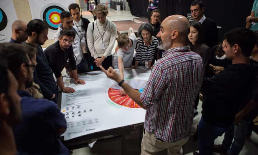 Wheel! ... Of! ... Cities! ... a crowdfunding workshop by Goteo at Idea Camp 2015.