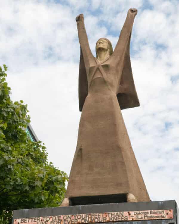 Sculpture of 'La Pasionaria' in Glasgow,