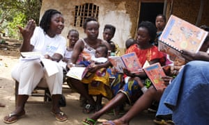 A social worker holds a workshop on nutrition for breastfeeding mothers in Monrovia, Liberia.