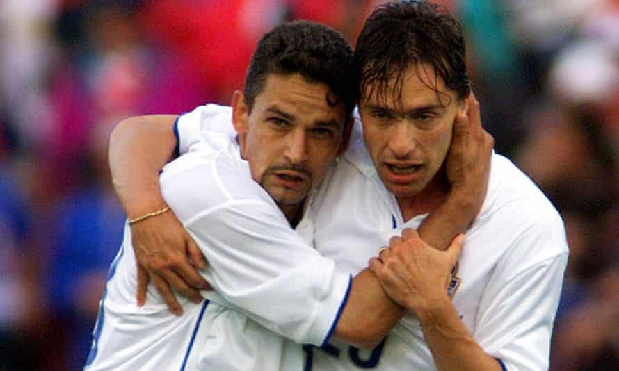 Enrico Chiesa (right) with Roberto Baggio