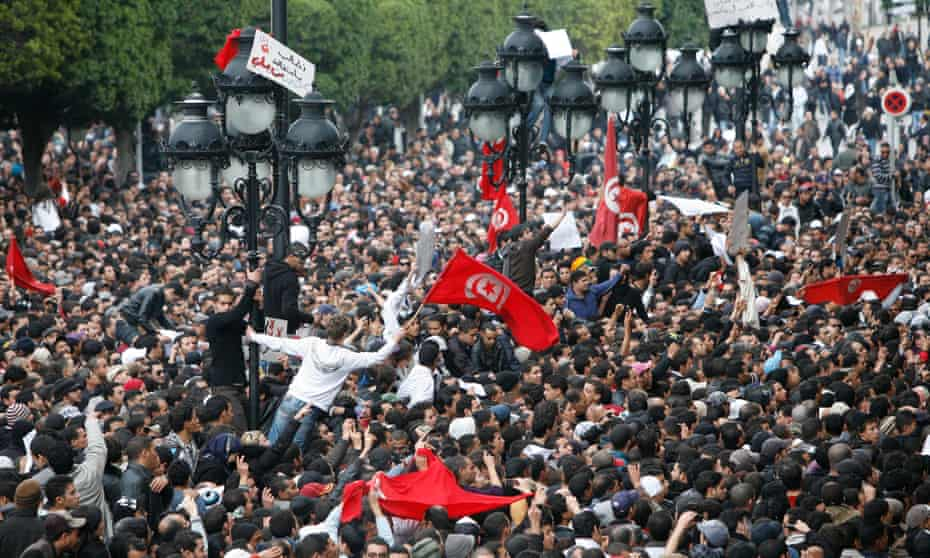 Protests in front of the interior ministry building in Tunis on 14 January 2011
