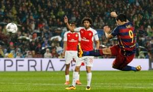 Luis Suarez scores the second goal for Barcelona.