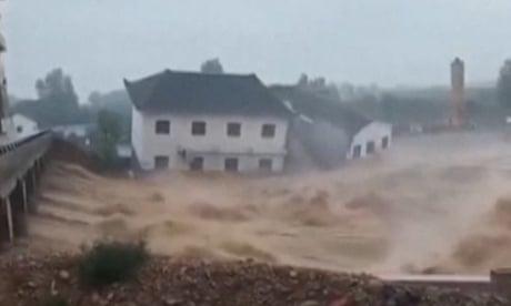 Powerful typhoon sweeps away buildings in eastern China – video