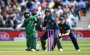 Hafeez smashes Moeen for six.