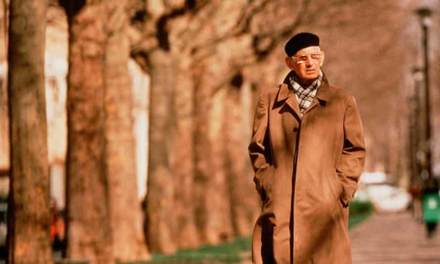 Samuel Beckett in a Paris park, 1984.