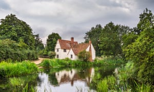 Willy Lott's Cottage at Flatford Mill, featured in Constable?s painting 'The Hay Wain', East Bergholt, Dedham Vale, Essex, UK