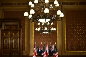 Stressing the benefits of cooperation: the president and the prime minister hold a press conference.