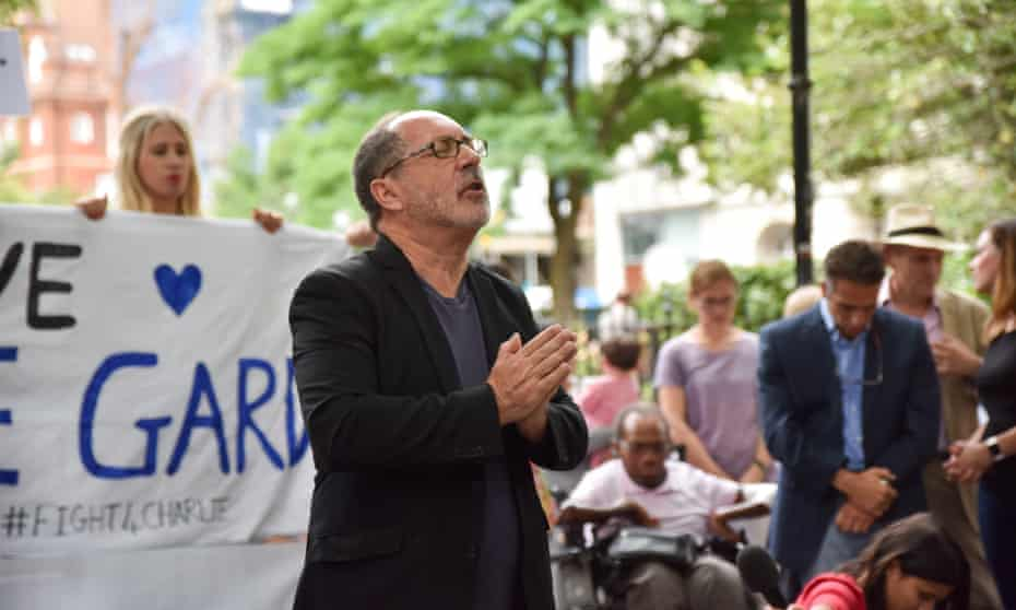 Patrick Mahoney prays for Charlie Gard outside Great Ormond Street hospital in London