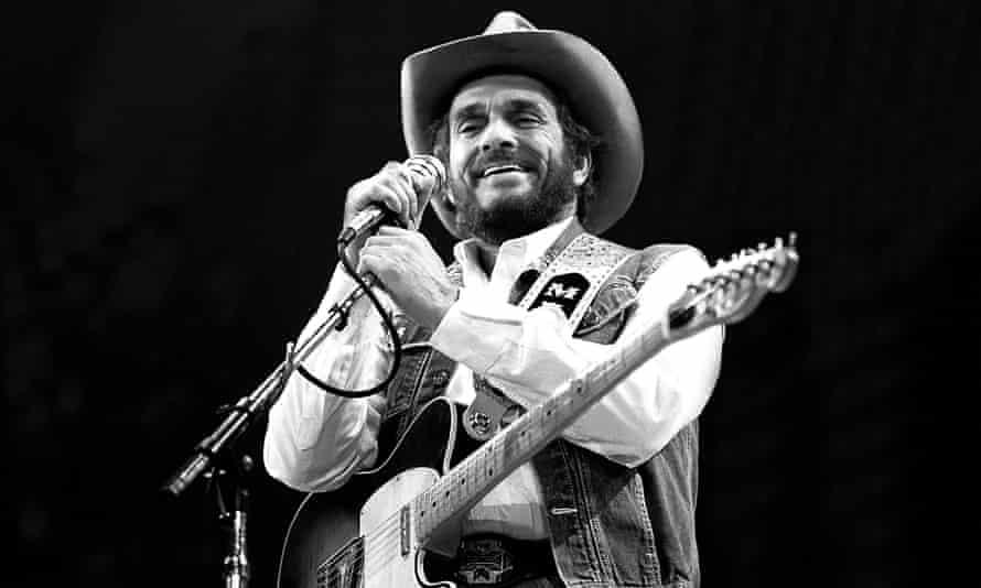 Merle Haggard performing in Fresno, California, in 1986