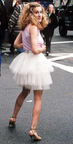 Sarah Jessica Parker as Carrie Bradshaw during the filming of Sex in the City in New York in 1998.