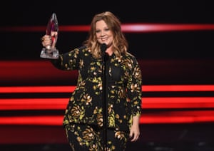 Melissa McCarthy accepts the award for Comedic Movie Actress