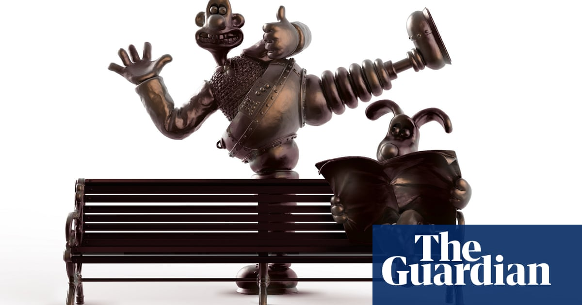 It's a cracking statue, Gromit: Preston unveils 'wrong trousers' bench