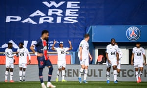 FBL-FRA-LIGUE1-PSG-LILLE<br>Lille's Canadian forward Jonathan David (C-L) celebrates after scoring a goal during the French L1 football match between Paris-Saint Germain (PSG) and Lille (LOSC) at the Parc des Princes Stadium in Paris, on April 3, 2021. (Photo by FRANCK FIFE / AFP) (Photo by FRANCK FIFE/AFP via Getty Images)