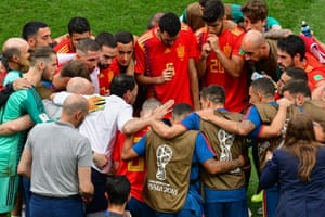 Spain's players huddle before extra time.