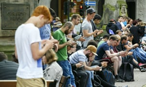 people playing pokemon go in dusseldorf