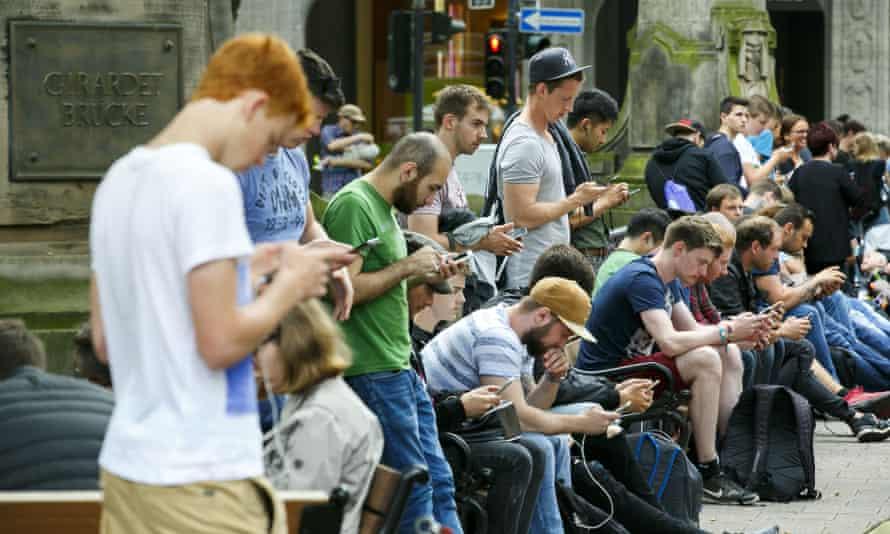people playing pokemon go in dusseldorf