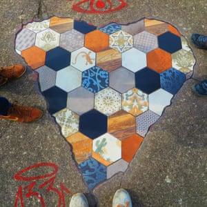 Πεζοδρόμιο τέχνης από τον καλλιτέχνη Em Emem