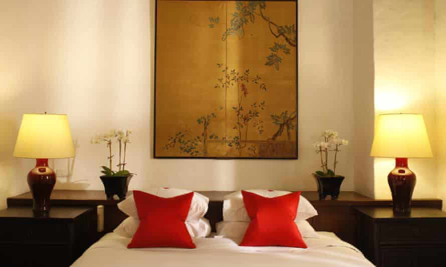 A bedroom at the luxurious Rachamankha hotel