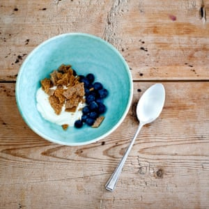 crispbread anfd yoghurt