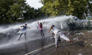 Hungarian police use water cannon against refugees at the Horgos border