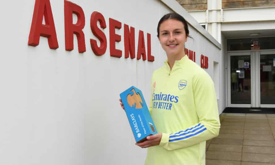 Lotte Wubben-Moy with her WSL player of the month award.