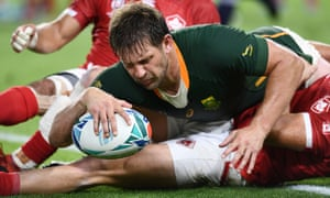 Frans Steyn goes over for another South Africa try.