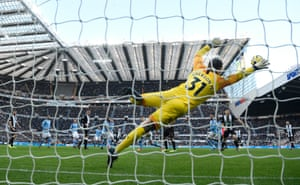 Manchester City goalkeeper Ederson dives in vain as a shot from Jonjo Shelvey sails into the net for Newcastle's equaliser to square the match. Of players with at least 15 Premier League goals, only David Ginola (66.7%) and Laurent Robert (65.2%) have scored a higher ratio from outside the box than Jonjo Shelvey (64.7%).