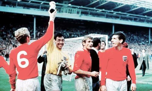47ff3d12e Pelé leads Gordon Banks tributes as England World Cup winner dies aged 81
