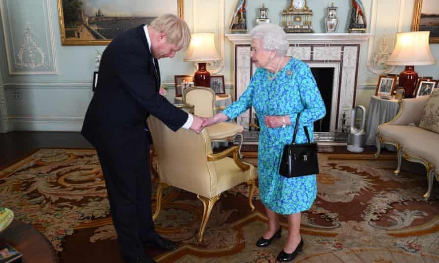 boris johnson meets the queen with a dyson fan in the background