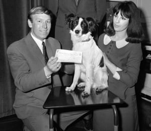 Pickles, with David and Jeanne Corbett, with a cheque from Gillette for the reward of finding the trophy.