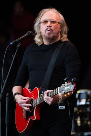 Barry Gibb performs on day 4 of the Glastonbury Festival