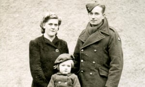 Mel Wright's parents and sister, Gloria, in Lincolnshire in 1940