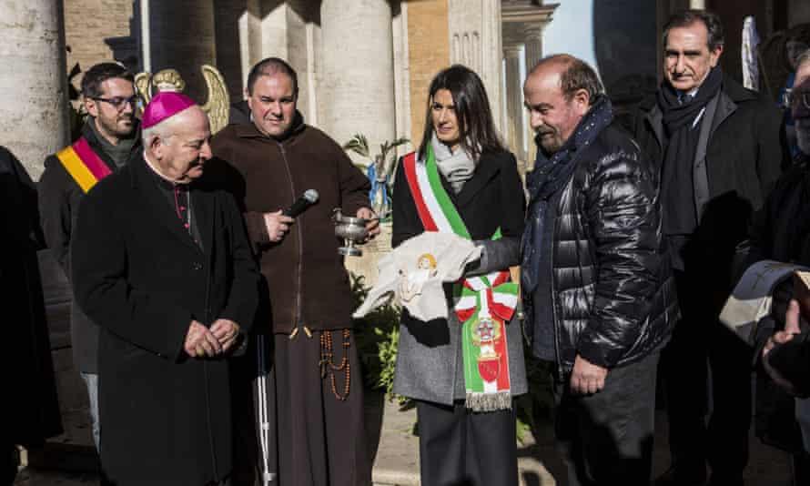 Rome mayor Virginia Raggi (centre) at the blessing of the city hall Christmas crib.