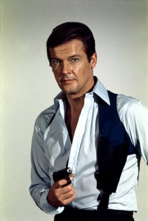 English actor Roger Moore as James Bond, with his weapon of choice, the Walther PPK, in a publicity still for the film 'Live and Let Die', December 1972.