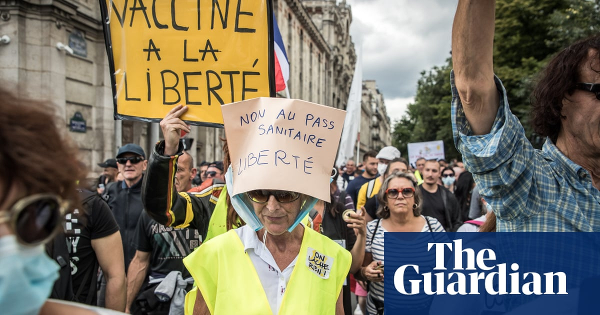 French protests grow against extended health pass scheme