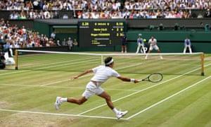 Roger Federer plays a forehand return.