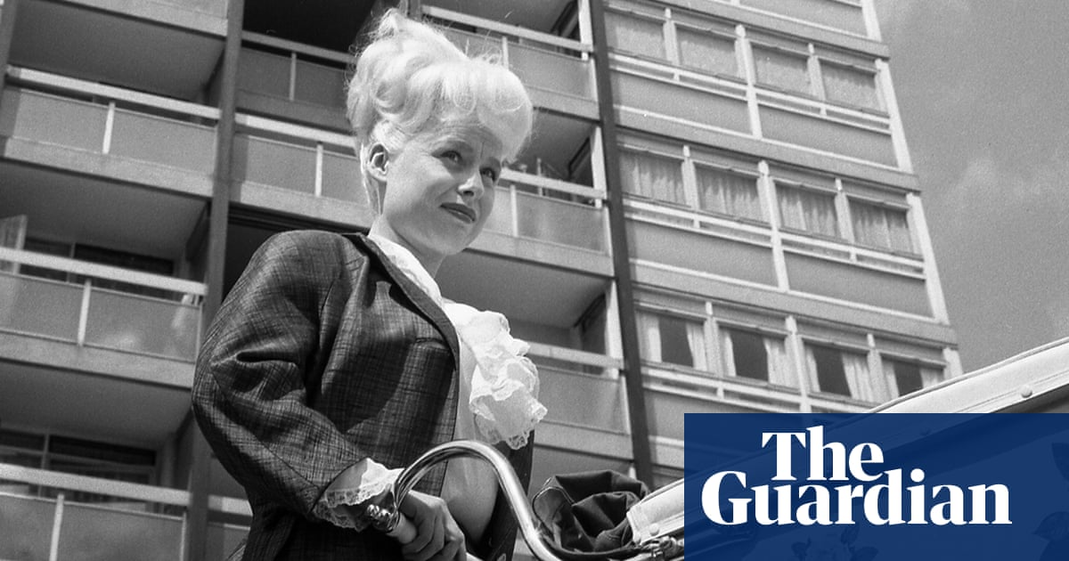 Before Carry On typecast her, Barbara Windsor was a brilliant kitchen sink star | Peter Bradshaw