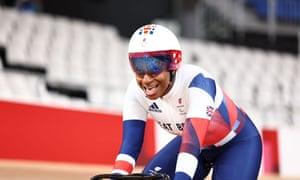 Kadeena Cox wins gold.