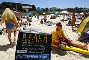 A sign warns bathers of the extreme weather conditions on Bondi Beach during a 2006 heatwave