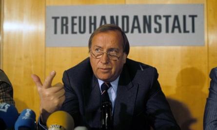 Detlev Karsten Rohwedder bertanggung jawab atas denasionalisasi ribuan bisnis Jerman Timur setelah reunifikasi.