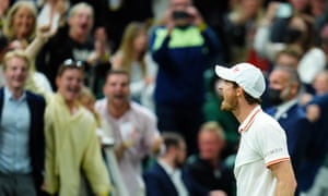 Andy Murray roars to the crowd as he takes the match to a fifth set.