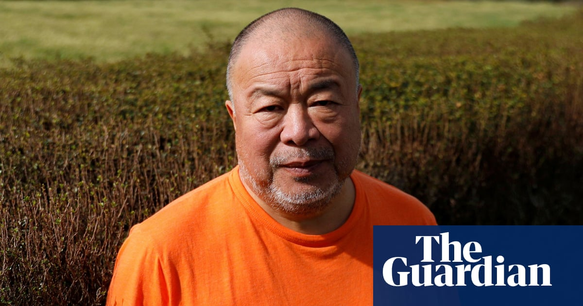 Ai Weiwei accuses curators of rejecting artwork over Julian Assange content