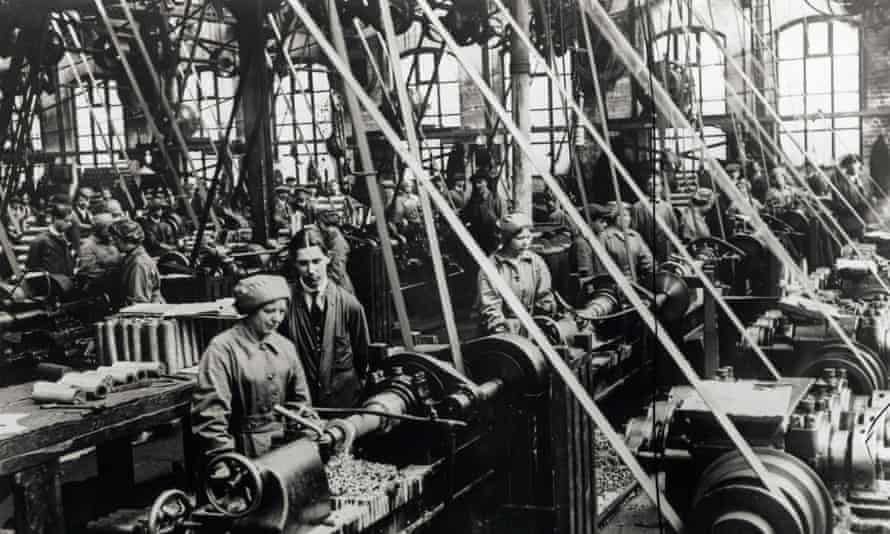 Factory workers producing shells for the first world war in Sheffield in 1916.