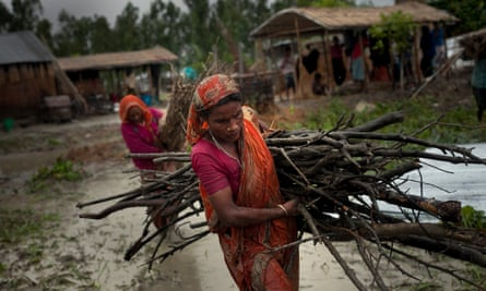 Women move possessions from their homes, under threat of flooding, September 2014.