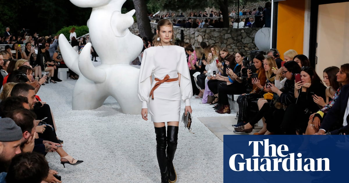 57fa32abbab Louis Vuitton s cruise show  sculptural silhouettes and iconoclasm ...